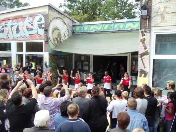 Stadtteil-Fest-Startl_Dancing-Girls-(2)web